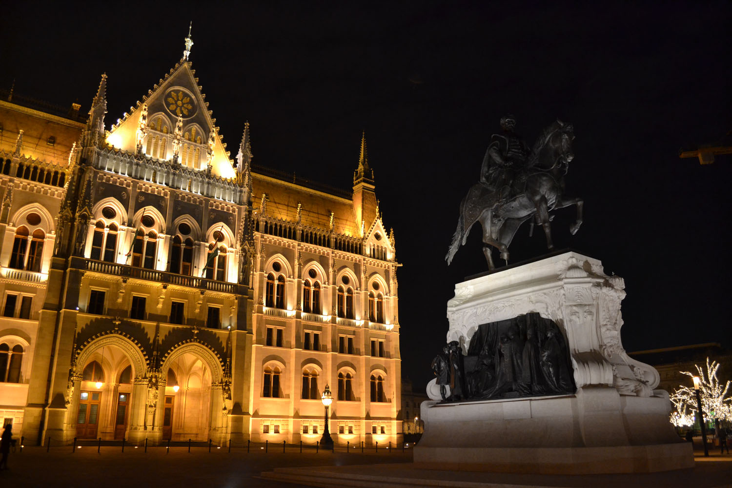 Budapest Parliament statue at night